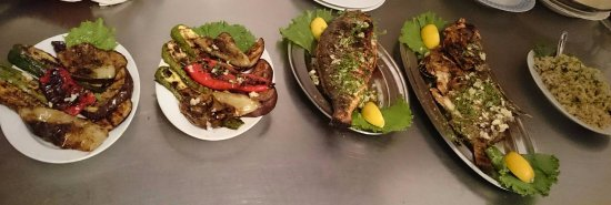 Vinisce, Croácia: Grilled fish with vegetables