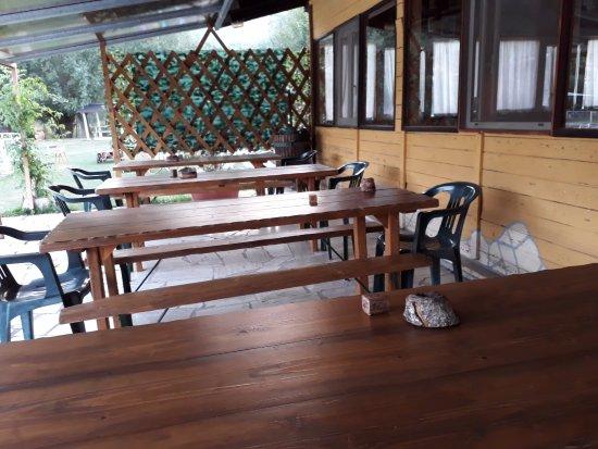 Esterno locale foto di ristorante pizzeria lago valli for L esterno di un ristorante