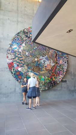 St. Helena, CA: Fascinating art piece at entrance