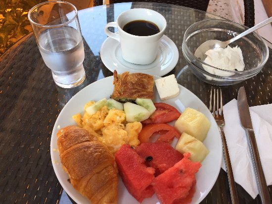 Hotel des Roses : Daily breakfast.