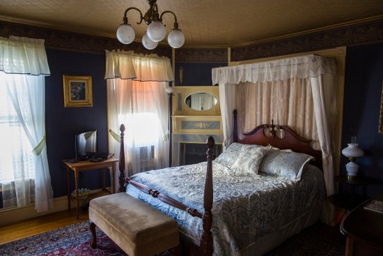 Holidae House Bed And Breakfast Bethel Maine