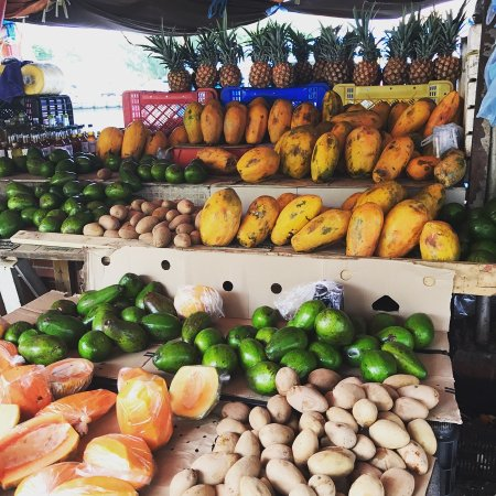 Pietermaai Boutique Hotel: fruit stand down the street with fruit from venezuela