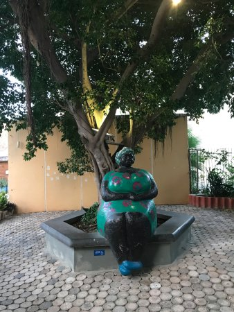 Pietermaai Boutique Hotel: famous statue of a chi chi (big sister) in hotel area