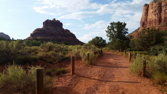 The Views Inn Sedona: View of Bell Rock trail, a few minutes' drive between hotel and downtown Sedona.