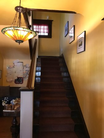 Amber House Inn of Midtown: Cozy room, there are stairs so be aware before you book