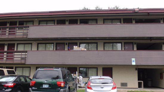 Red Roof Inn Asheville West: back side view of motel