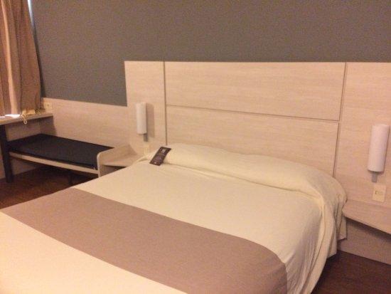 Ibis Montevideo : habitación por dentro