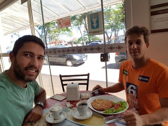 Franca, SP: Amizade no café.
