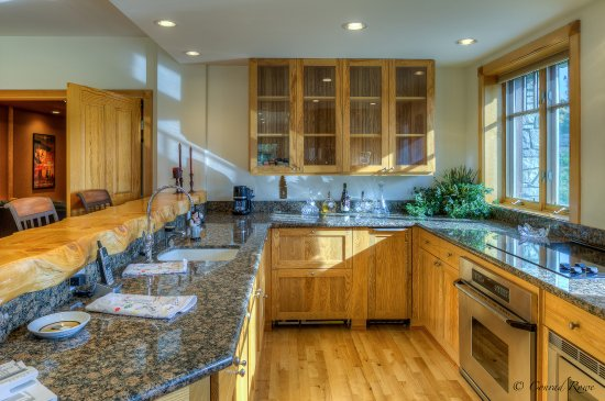 Trout Creek, MT: Shared Guests' Kitchen