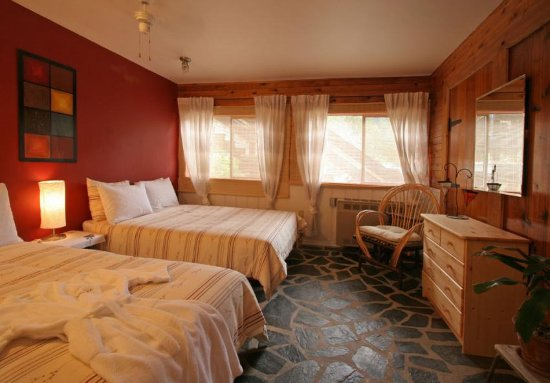 Bella Coola, Canada: Comfort and cleanliness.  Spacious rooms with tons of character.