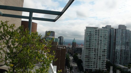Hampton Inn & Suites Downtown Vancouver: Photo from top gym/rec balcony.