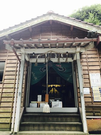 Tsukiyomi Shrine: 境内!
