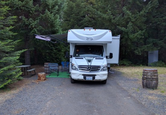 Fort Klamath, OR: This is one of the spaces in the RV Park. Nice venue, wooded and quiet.