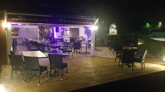 Blagnac, Francia: La terrasse extérieure, à la fraiche le soir !