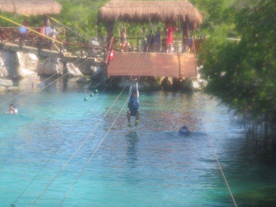Ριβιέρα Μάγια, Μεξικό: Mi hijo mayor en las tirolesas, muy divertidas y mejores que el parque Xenotes