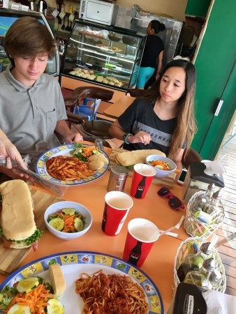 Buon Appetito: Tiny restaurant but delicious food