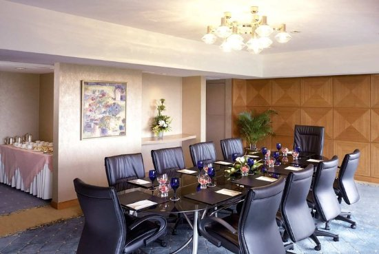 Cinnamon Lakeside Meeting Room