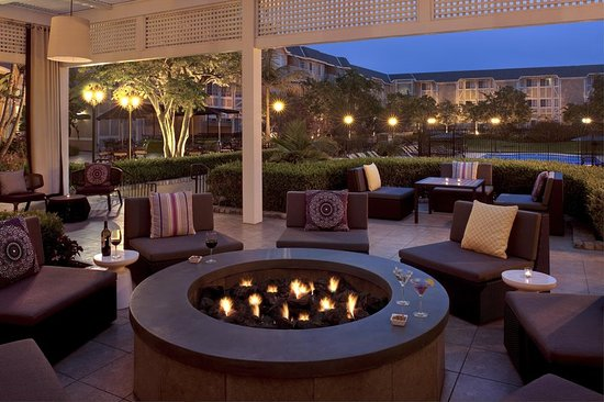 Del Mar, CA: Courtyard Fire Pit