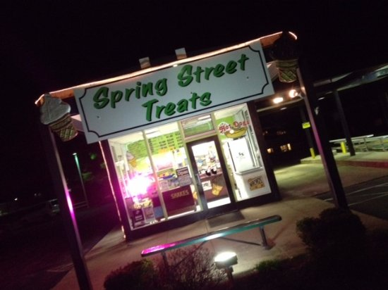 Oxford, OH: Welcome to Spring Street Treats!