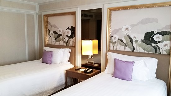 Dusit Thani Manila: Premier Twin Room (Floor 8)