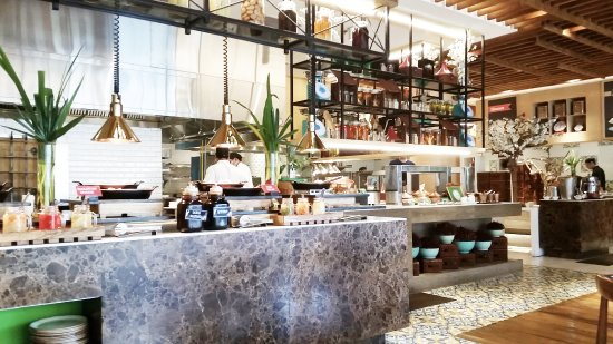 Dusit Thani Manila: The Pantry (Breakfast Buffet)