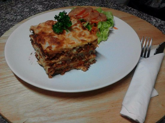 Saraphi, Tailandia: beef lasagna
