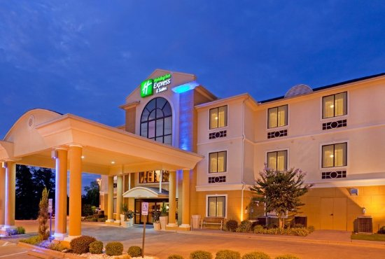 Mount Pleasant, TX: Hotel Exterior at Night