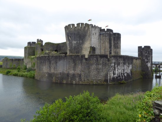Caerphilly, UK: Castle and moat