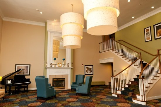 Normal, IL: Hotel Lobby