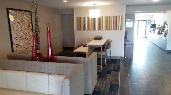Muncie, IN: Hotel Lobby