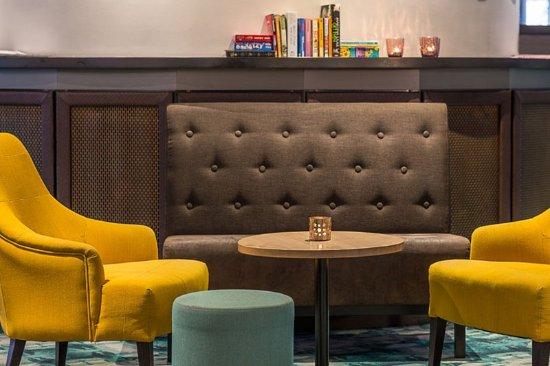 Quality Hotel Airport Arlanda: Lobby sofa