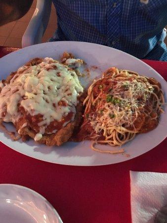 La Terraza: Chicken parmigiana... amazing!
