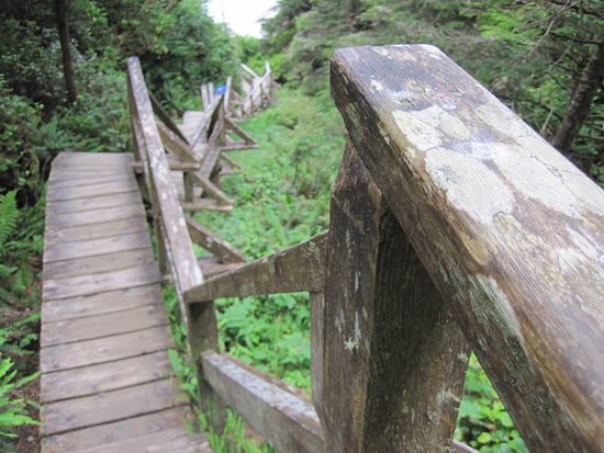 Ucluelet, Canada: stairs to beach