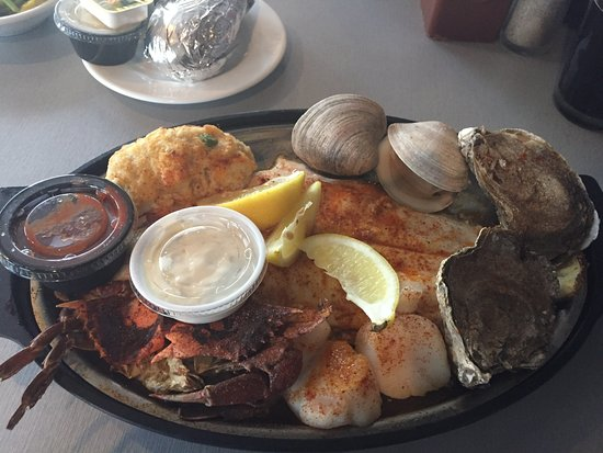 Don's Seafood Restaurant: Broiled Seafood Platter
