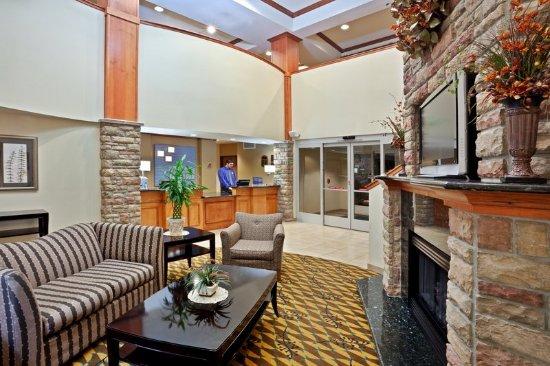 Holiday Inn Express & Suites Nampa at the Idaho Center: Hotel Lobby