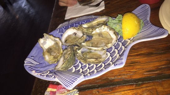 Steamers Restaurant : Raw Oysters