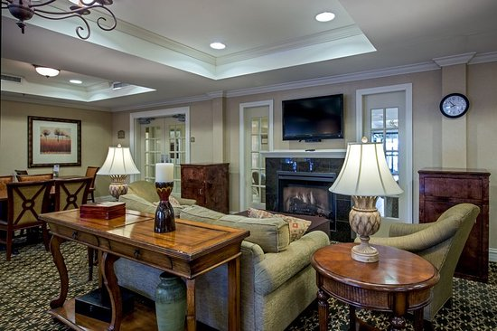 Flowood, MS: Relax comfortably in our Lobby Lounge