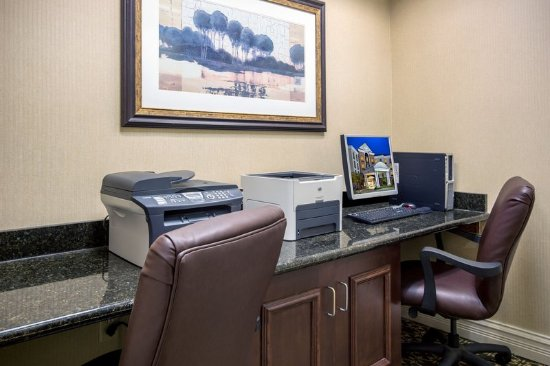 Flowood, MS: Print documents or check email in our Business Center