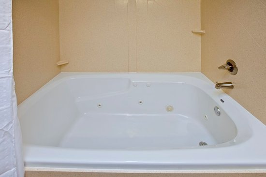 Seymour, Индиана: Large Jetted Tub in Suite