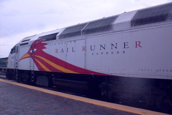 New Mexico Rail Runner : sleek train
