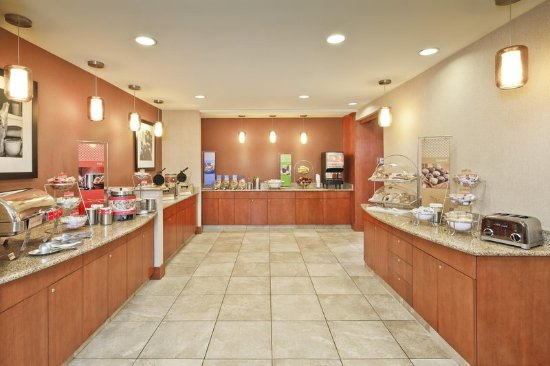 Smithfield, RI: Breakfast Buffet