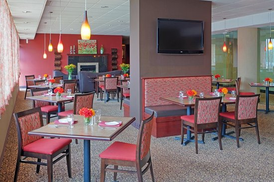 Holiday Inn Portsmouth: Port City Pub is a great value for breakfast or dinner