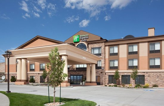Holiday Inn Express Hotel & Suites Richfield: Beautifully Landscaped Extra Large Grounds