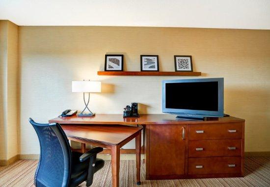 Elmhurst, IL: Guest Room - Work Area