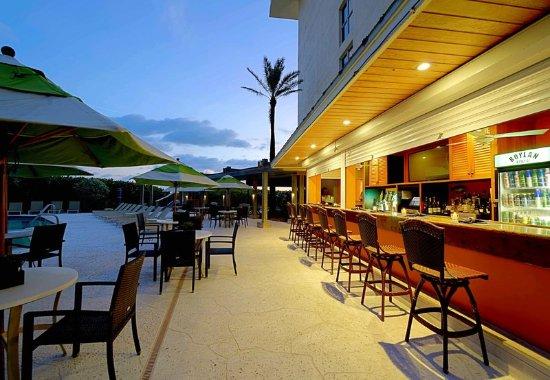 Jensen Beach, FL: Latitudes Outdoor Tiki Bar and Grille
