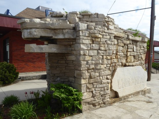Marydale's Family Restaurant: Check out the nearby Lion's Head monument