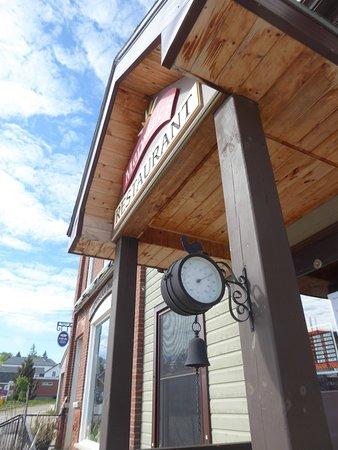 Marydale's Family Restaurant: Front door