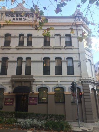 Woolbrokers Hotel: from accross the road
