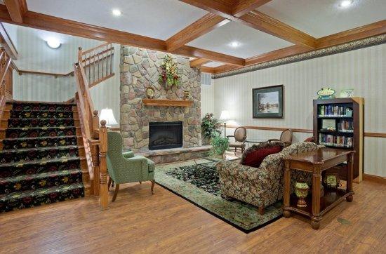 CountryInn&Suites Albertville Lobby