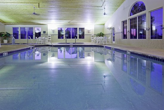 CountryInn&Suites Albertville Pool